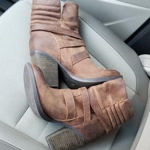 Steve Madden Shoes - Steve Madden genuine Raleigh leather moto boots
